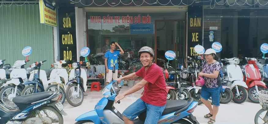 hình ảnh khách hàng mua xe tại Minh Nhật