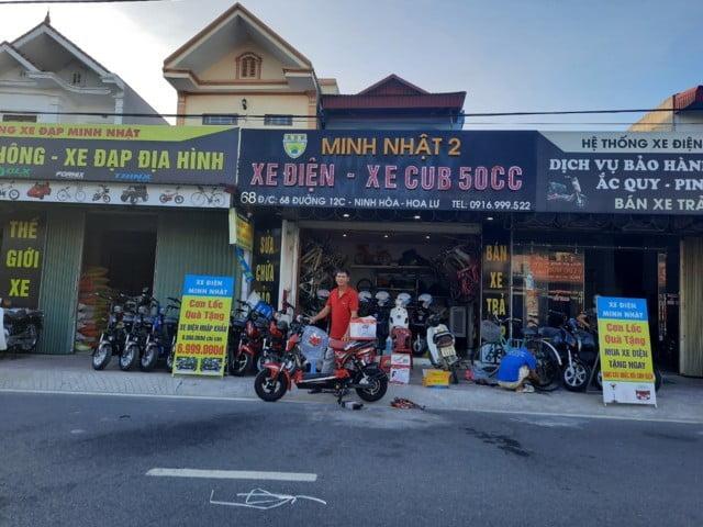 khách hàng mua xe đạp điện ở Ninh Bình